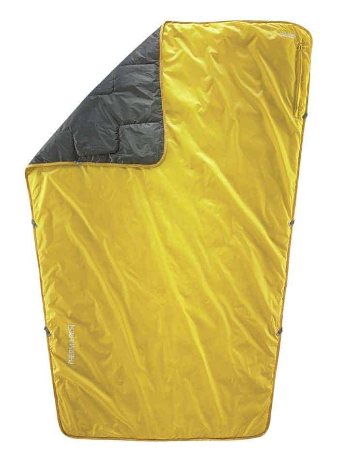therm-a-rest-proton-minimalist-camping-and-backpacking-blanket_1